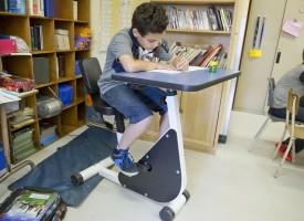 Un colegio de Canadá frena el TDAH de sus alumnos transformando sus pupitres en bicicletas