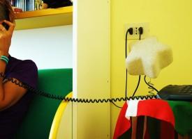Un teléfono de la esperanza contra la oscuridad