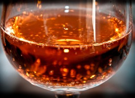 El consumo de alcohol en personas de mediana edad podría aumentar el riesgo de padecer alzheimer