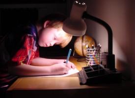 Aseguran que el exceso de deberes provoca ansiedad, tristeza y falta de autoestima en los menores