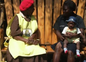 Charlas semanales con abuelas reducen dramáticamente las enfermedades mentales en Zimbabue