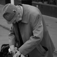 La Comunidad de Madrid repartirá 5.000 pulseras de emergencia a enfermos de Alzheimer