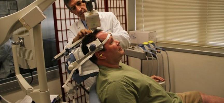Médicos estadounidenses usan la estimulación magnética transcraneal para tratar la depresión