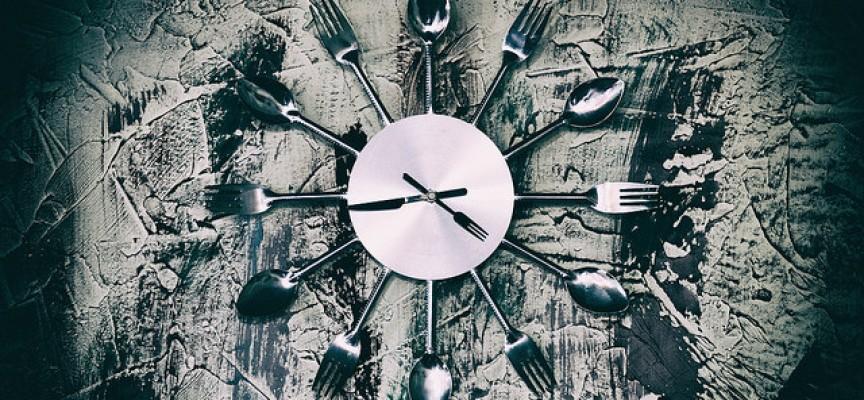 Comer siempre a la misma hora tiene beneficios para la salud física y mental
