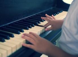Aprender música podría ser útil en el tratamiento del autismo y el TDAH en niños